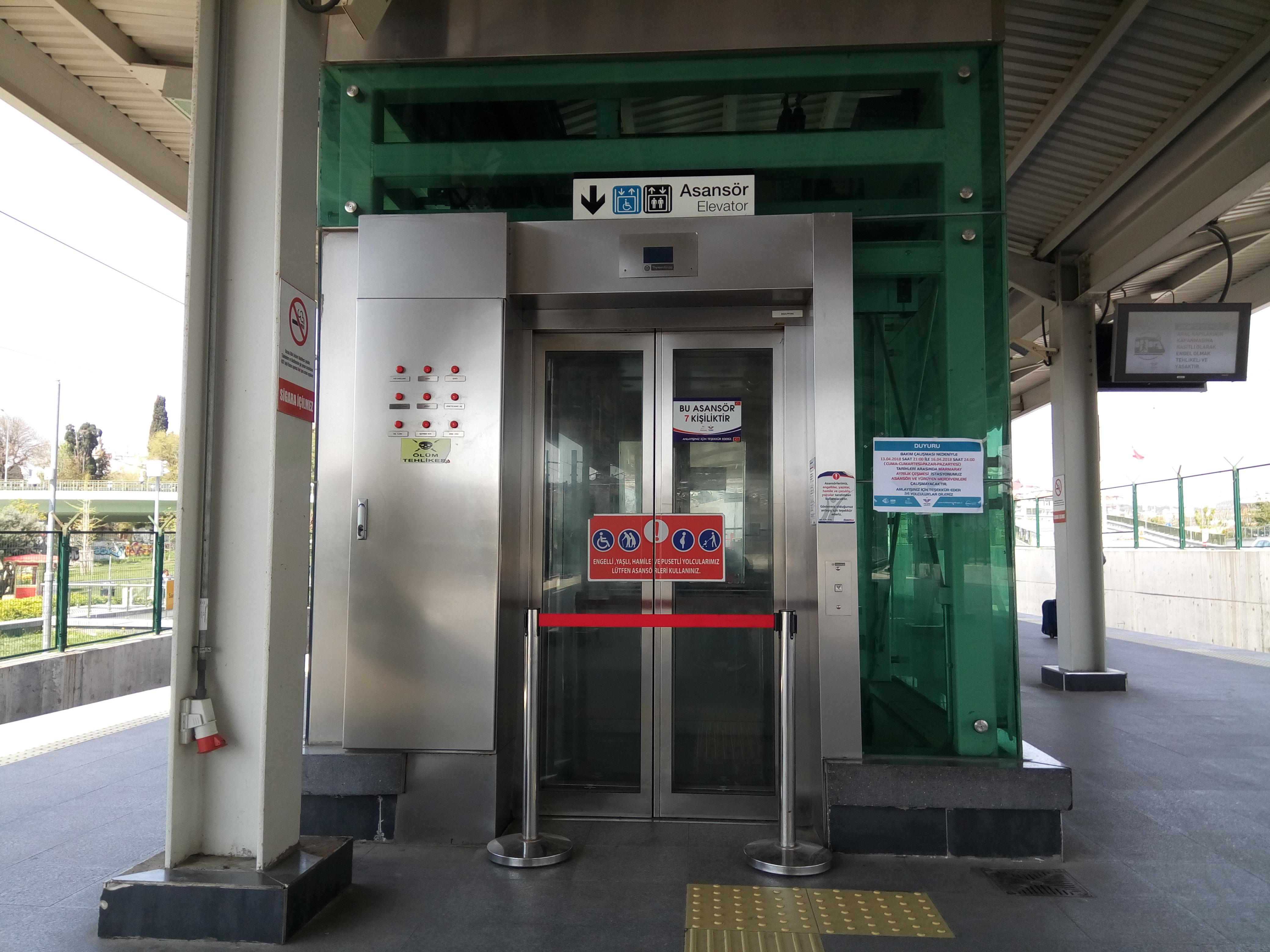 Arkadaşlar, önümüzdeki üç gün boyunca Ayrılıkçeşmesi Marmaray istasyonu asansörü ve yürüyen merdivenleri Cumartesi Pazar ve Pazartesi tadilattadır.