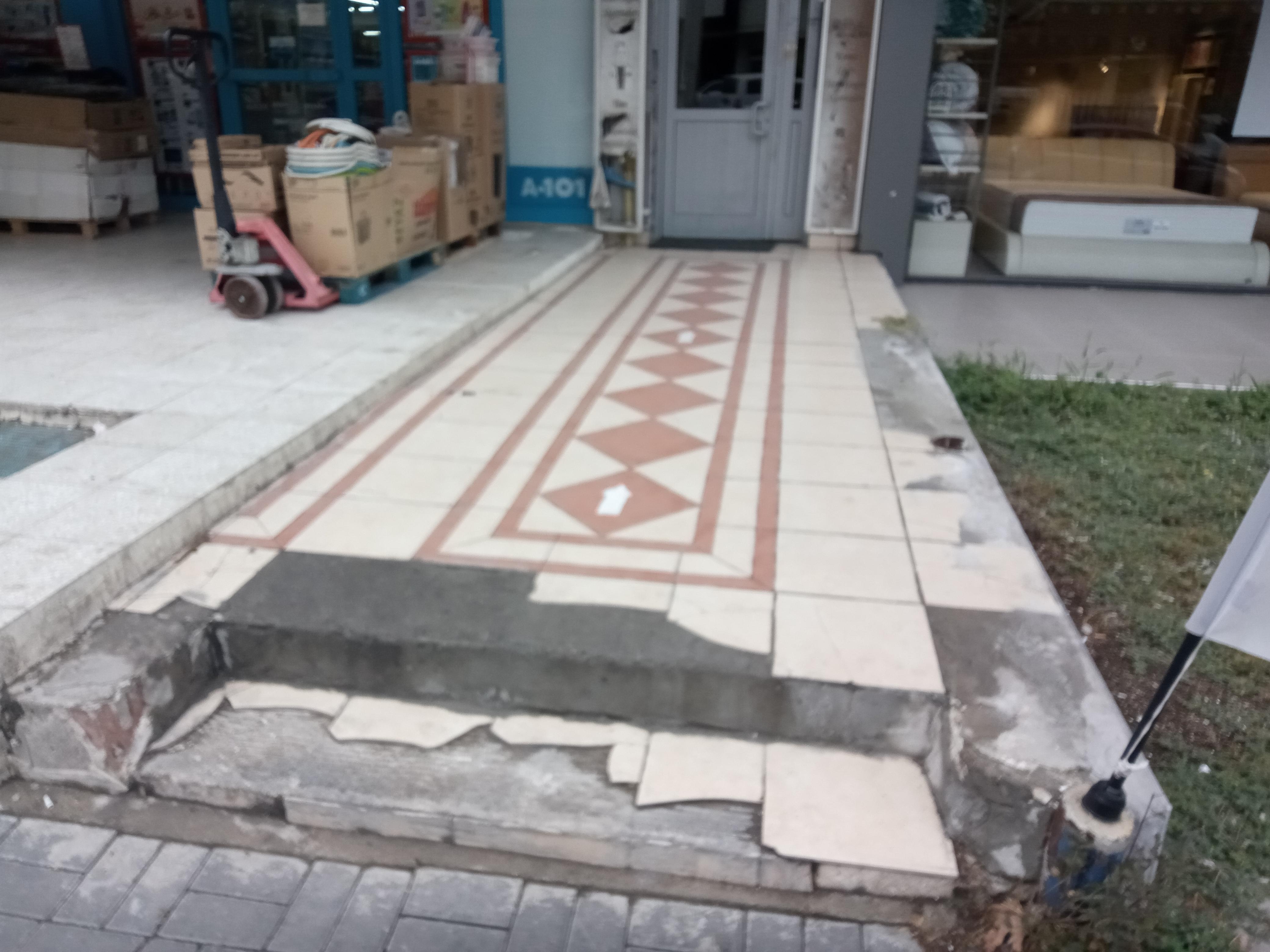 Bina girişi tekerlekli sandalye girişi yok