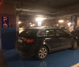Engelli parkına park edilen araç