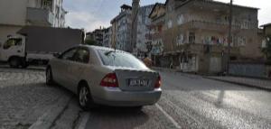 Gebze'nin rampasından zar zor çıkabildiğimiz nadir kaldırımlarından birinde karşıma çıkan manzara