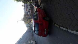 Aracı yaya ve engellilerin gemesine engel olacak şekilde park etmiş.
